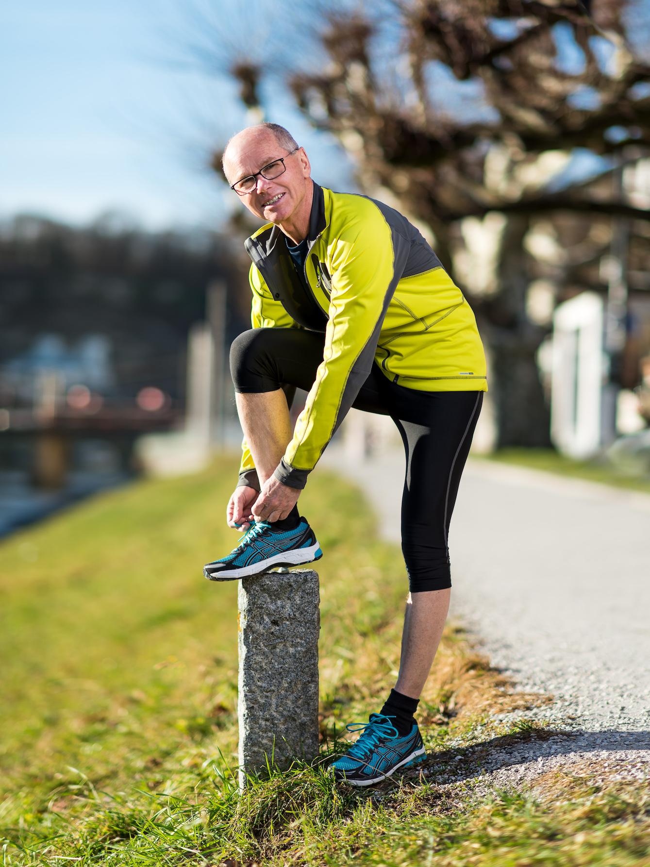 Christian Stöckl beim Laufen entlang der Salzach.